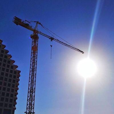 солнечное строительство Tlv Telaviv Sunrays Sun building sky world_bestsky instagood instaphoto instaisrael instagram_israel instagram_israel_ blue crane
