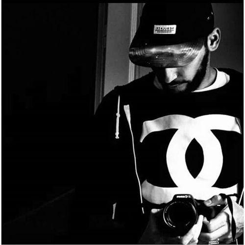 Sombre Darkness Nebulaze Coco CocoChanel Hommefemmela Canon Canon_photos Selfie Blackandwhite Noiretblanc Beard Barbichette Montpellier Mtp Laouilnyaplusdevent