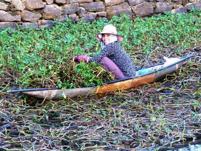 Huế Vietnamesegirl incredible people Woman Working Water Surface Vietnam Green Color Colors Smiling Woman Kindness Canoe Miles Away EyeEmNewHere Women Around The World The Street Photographer - 2017 EyeEm Awards