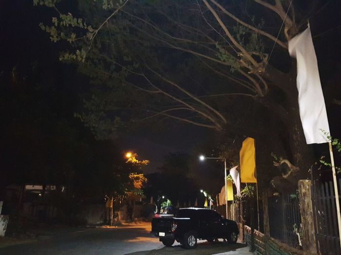 YELLOW & WHITE Car Flag Flags Filipino Yellow Yellow Color Yellow Flag White White Color White Flag darkness and light Darkness And Beauty Darkness In The Light 노랑색 하얀색 깃발 나무 Bigtrees Tree Illuminated City Car Land Vehicle