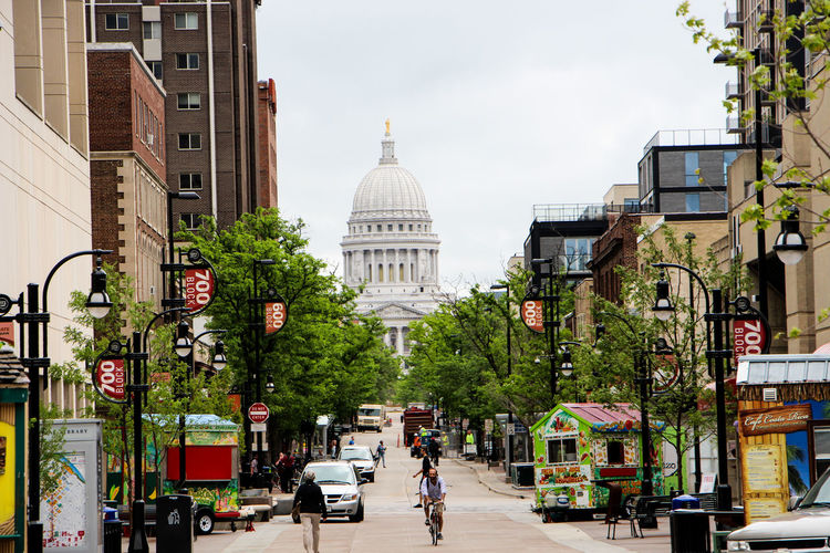 Street leading to wisconsin state capitol in city