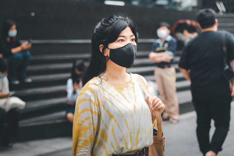 Virus mask asian woman wearing a mask to prevent the coronavirus virus