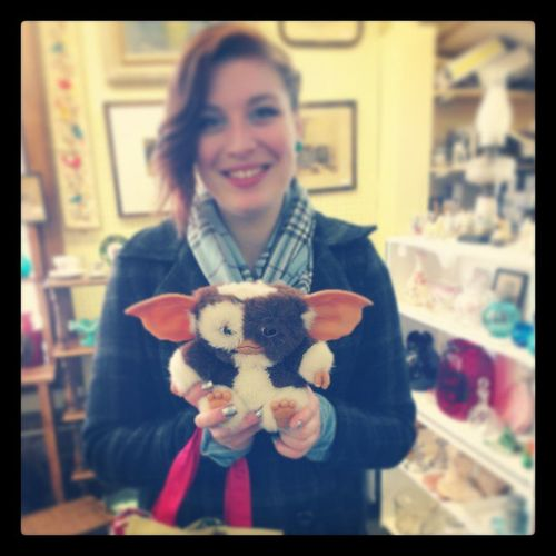 They wouldnt sell me Gizmo, so I got a picture with him :3 Gizmo Magui Gremlins Antiqueshop downtownPutnamLOLfinallysomethinggoodiwantyoubestdayever