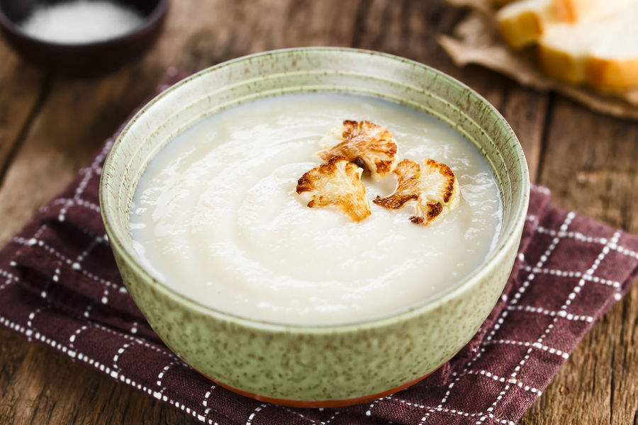 Fresh homemade cream of cauliflower soup garnished with roasted cauliflower floret slices (Selective Focus, Focus in the middle of the right floret on the soup) Food Food And Drink Ready-to-eat Healthy Eating Bowl Soup Cream Cream Soup Creamy Blended Puree Appetizer Cauliflower Vegetable Cole Cruciferous Vegetarian Food Vegetarian Healthy Meal Dish Cooked Homemade Fresh Natural