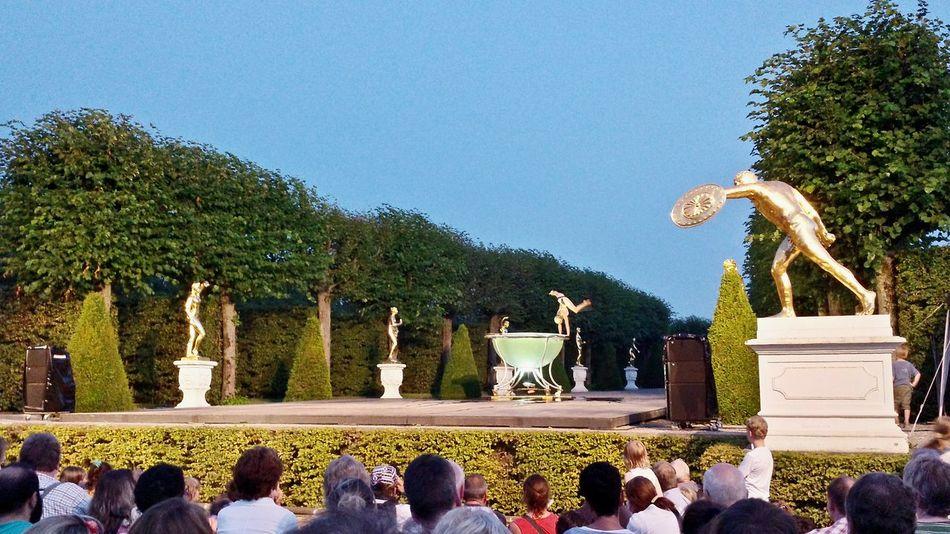 Das Kleine Fest Im Grossen Garten Herrenhäuser Gärten Hannover Northern Germany Great Atmosphere Connected With Nature Watching Acrobatics Capture The Moment Open Stage Garden Theater Festival