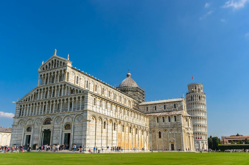Views of the esplanade of the Cathedral of Pisa. Italy Cathedral Clear Sky Famous Grass Green Pisa Sunny Toscana Tuscany Architecture Blue Building Exterior Built Structure Day Esplanade Europe Italian Italy Leaning Old Outdoors Sky Tourism Tower Travel Destinations
