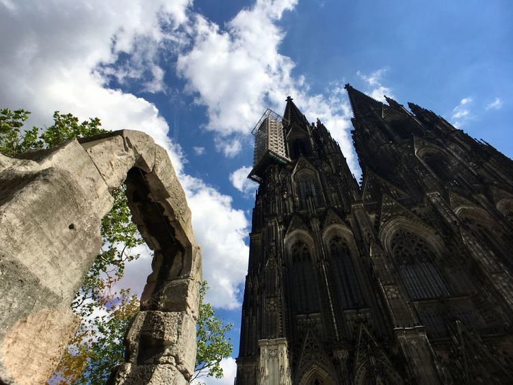 Cologne cathedral and the 2000 year old roman arch Roman Arch Arch Roman Landmark Tourist Attraction  Tourism Summer Nobody Cologne Köln Cologne , Köln,  Colognecathedral UNESCO World Heritage Site Unesco Dom Kölner Dom Köln Cloud - Sky Sky Low Angle View Building Exterior Architecture Built Structure Religion Building Place Of Worship The Past No People Travel Destinations History