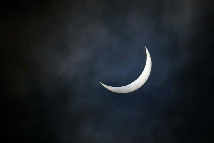 The solar eclipse we had here on 20th March 2015. It wasnt total, but still put on a good show! Solar Eclipse My View England Amazing Eclipse Darkness England🇬🇧 Cloudy Sky Malvern Hills