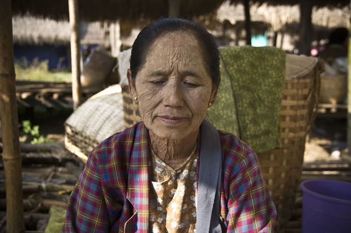 Been There. Check This Out EyeEm Best Shots EyeEm Nature Lover Burma Burma People Close-up Focus On Foreground Front View Inle Lake Myanmar One Person Outdoors People Portrait Real People Senior Adult Senior Women Streetphotography Wrinkled
