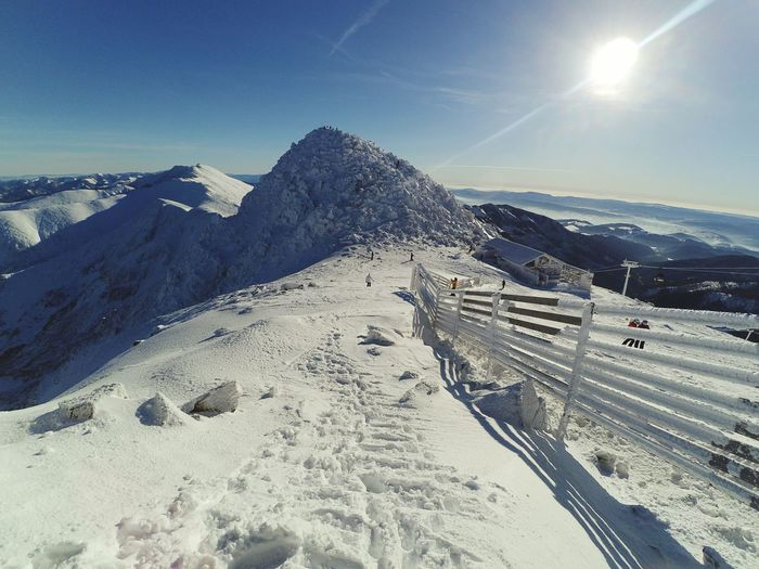 Hello and welcome ❄⛄🌐🗻🚠 Fuckfilter Wonderland Alice Wasntthere Shewasathome Snow Sky Beauty In Nature Mountain Oakley Rockstarenergy Burton  Snowboarding Snowboard Moments Outdoors Relax Freedom Slovakia Jasnanizketatry Landscape Cold Temperature Gopro Quiksilver Winter Chopok