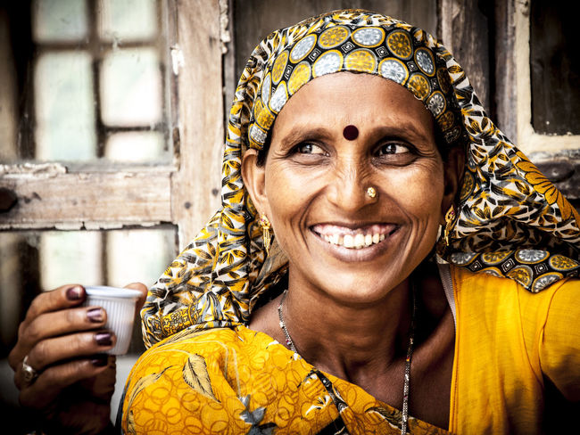 India Faces In Places Indian Woman Untold Stories Portrait Of A Woman People Watching Picturing Individuality Travel Travel Photography Traveling Photos That Will Restore Your Faith In Humanity Eyeemfivesenses/taste EyeEmFiveSenses Taste