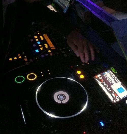 Trabajando! DJ BAHU en casa!