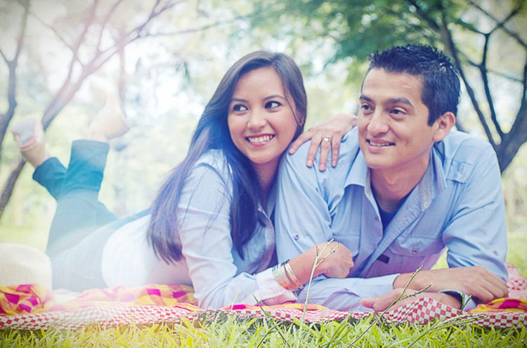 Picnic Amor Cheerful Couple Day Grass Happiness Lifestyles Love Love Lying Down Nature Outdoors Pareja Picnic Picnic Blanket Portrait Relaxation Smiling Togetherness Tree Two People Women Young Adult Young Women
