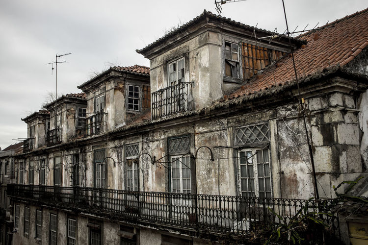 Made with the canon Eos m10. City Architecture Built Structure Lissabon Old Old Buildings Outdoors Robust Ruin Street Window