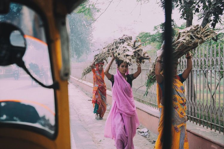 Up Close Street Photography India Agra Travel Photography Travel Destinations Saree Street Photography The Street Photographer - 2016 EyeEm Awards The Portraitist - 2016 EyeEm Awards Feel The Journey Investing In Quality Of Life Connected By Travel First Eyeem Photo