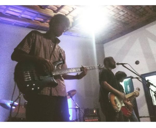 #BandaCafé&Cigarro #Clubedemotocilistas #Guitar #one Bass #one Battery #palco #Rock'nRoll #Show #singing Soneto Em Alma #twoguitars