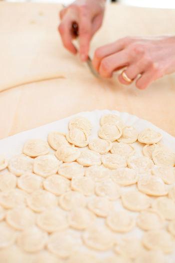 Knead orecchiette homemade Apúlia Baresi Bari Dough Flour Food Hand Handmade Hands Italian Knead Kneading Macaroni Making Mediterranean  Orecchiette Pasta Preparation  Prepare Puglia Raw Strascinate