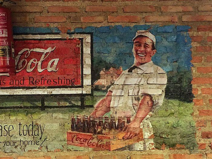 Graffiti Enjoy Coca-cola Restaurante Ricas costillas IPhone 6 Plus Photohgraphy📱📸 Madrid Spain