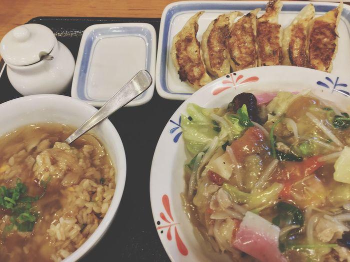 夜食テロ 飯テロ Ready To Eat Fried Rice with Fukahire sauce on top Gyoza ( fried pork dumplings ) Sara Udon by Ringer Hat 和華蘭(Nagasaki Culture) IPod Touch Photography 33mm Soulfood Serving Size Mix Culture パリパリ皿うどん