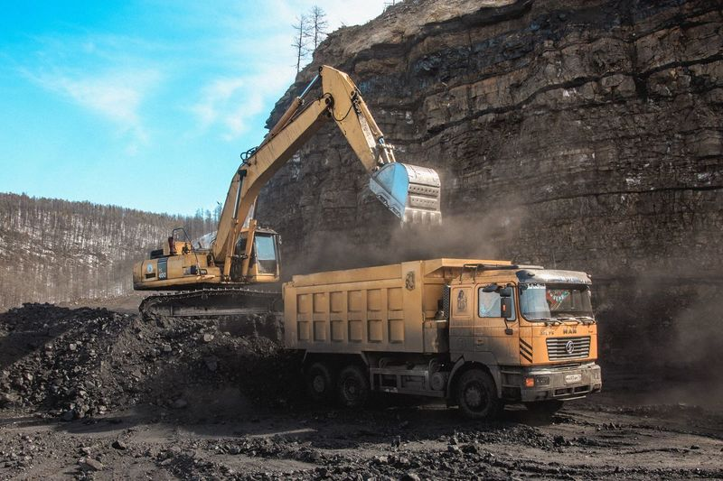 Loading coal in
