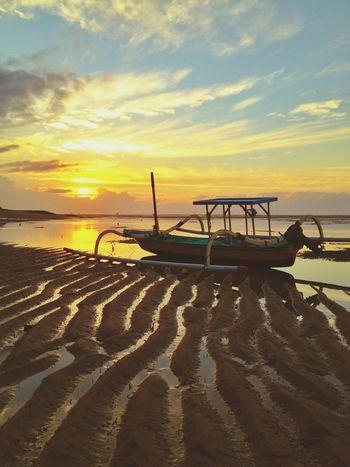 hatiku retak retak seperti pasir itu INDONESIA