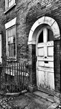 """Bnw_friday_eyeemchallenge Bnw_rust Rust Random Quotes """"A good head and a good heart are always a formidable combination"""" Nelson Mandela. Seen Better Days Door Exceptional Photographs Blackandwhite Photography Blackandwhite Decay Tadaa Community Architectural Detail Eyeem Crew"""