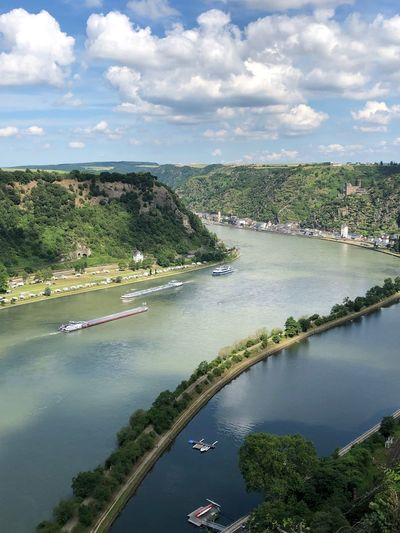 Auf dem Felsen der Loreley Blick auf den Rhein