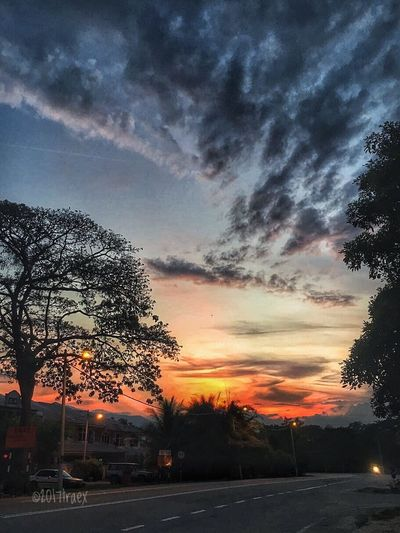 An Sunset Street Sky Cloud - Sky Road Tree Car Transportation City Building Exterior Dramatic Sky Nature Illuminated Cityscape Urban Road Architecture Evening in Kuale