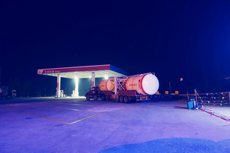 China Photos Night Lights Night View Gas Station Taking Photos Travel Light And Shadow Streamzoofamily The Street Photographer - 2016 EyeEm Awards