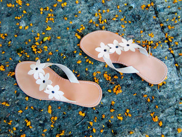Fallen Petals Slippers Sandals White Strap Yellow Petals Beauty Introvert Flower Designed Sandal Strap Fashion Sandals Withered Petals Happiness Close-up