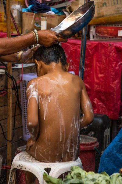Bath in Quiapo Market, Philippines, 2016. Photo by Olga Mihova Everydayphilippines EyeEm Gallery Photo Journalism Street Street Photography Streetphoto_color Streetphotography Travel