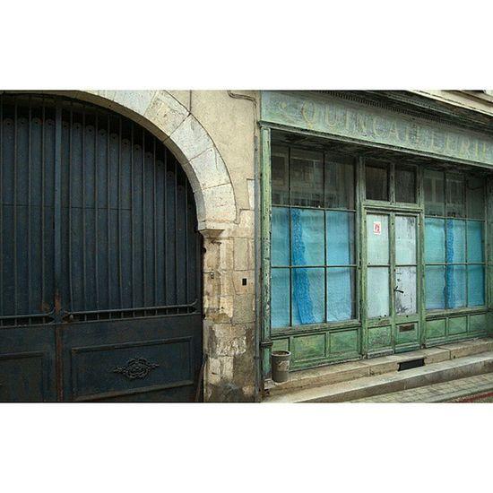 Quincaillerie Sancerre Igerscher Architecturerurale facadecommerciale grainedenature