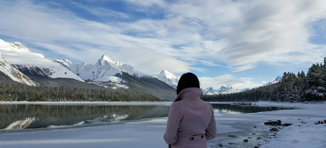 Maligne Lake in Jasper Alberta Canada. .. Lake Maligne Lake Alberta Jaspernationalpark Canadian Rockies  Nature Mountain Beautiful Snow Winter Love Canada Peace Happy Trip Freeze Cold Taking Photos Its Me God Is Great. Lovely Wonderful Amazing View Nature Photography