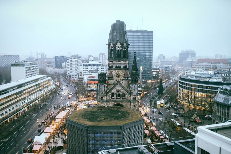 Church in the middle View From Above Christmas Illumination Berlin Photography Kudamm Landmark Monument Holiday Season Weihnachtsmarkt Christmas Is Coming Christmas Market West Berlin Church Kaiser Wilhelm Memorial Church Berlin City Cityscape Architecture High Angle View Building Exterior Skyscraper Built Structure City Life Aerial View Urban Skyline Downtown District Travel Destinations Illuminated No People Outdoors Modern