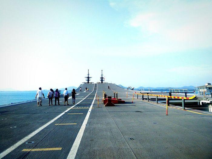 Chakri-naruebet Sky Sea Boats⛵️ Navy Navylife Walking Street Street Photography Streetview Streetphoto_color