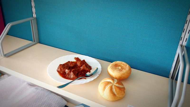 Office Roll - Bread Letztes Essen Im Alten Büro Gulasch, Food Semmeln, Food Close-up Food And Drink