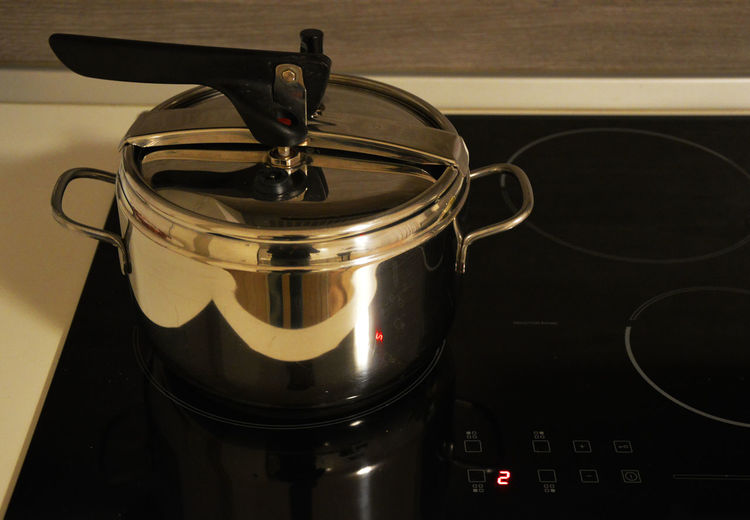 pressure cooker with red number reflection Close-up Domestic Kitchen Domestic Room Food Food And Drink Freshness Indoors  Kitchen Kitchen Utensils Metal No People Pentola Pentola A Pressione Pressure Cooker Red Number Reflection Red Number Stainless Steel  Lieblingsteil