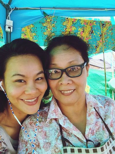 loLet's you guess who is she? lol Lumpini Park Selfie