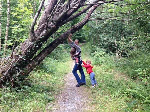 RePicture Motherhood Babywearing Momlife NoEditNoFilter Outdoors Looking At Camera Naturelovers Children Of The World Tree Babywearingphotographer Carry On