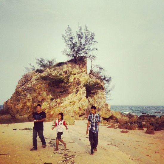 Daily life at Pantai Kemasik. Terengganu Kemasik Kemaman Cuticutimalaysia beach travel malaysia