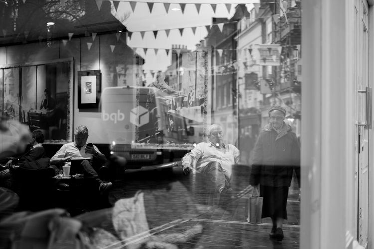 Reflection Group Of People Men Street Medium Group Of People Transparent Window Group Day Reflection Males  Water People Architecture Women Lifestyles Built Structure Real People Building Exterior City Adult EyeEm Streets Eyeem Streetphotography