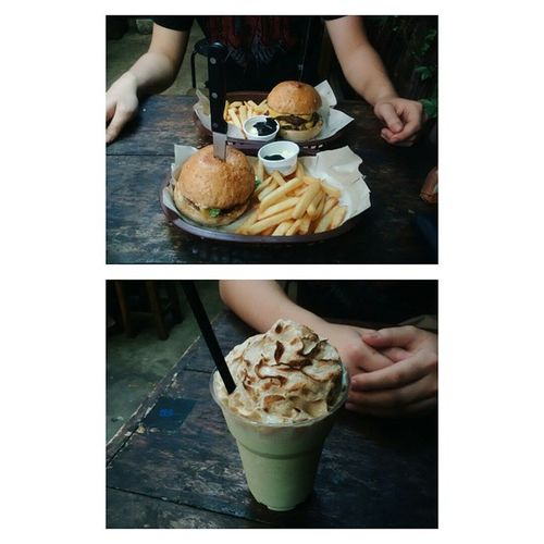 lunch with the bae. ? best beef burgers and vanilla • green tea • rice shake in Bangkok. ? Escapade Burgersandshake Amazing Chublife