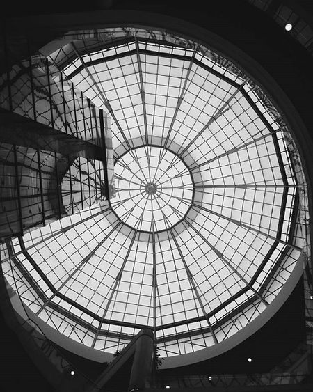 Look Up! Lookup Viewup Ceiling Centrocomercialsantafe Medellín Colombia Urbanphotography Streetphotography Blackandwhite Blackandwhitephotography Huaweicolombia Huaweip7