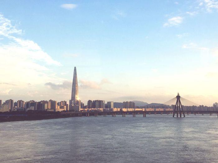 First Eyeem Photo Hanriver Bridge Lotteworld Tower Seoul EyEmNewHere EyeEmNewHere