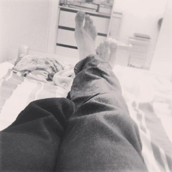 Não de mãos dadas nem atadas apenas pés causados por motivos de maresia msm.. kkkkkkk Cansado Emcasa Meresia Deboa pegigante pegrande pe tamanho 44 tdbom tdlegal instahappy instagood