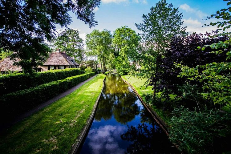 Giethoorn In Holland  Giethoorn Enjoying Life Beautiful Netherlands Water Reflections Colour Of Life