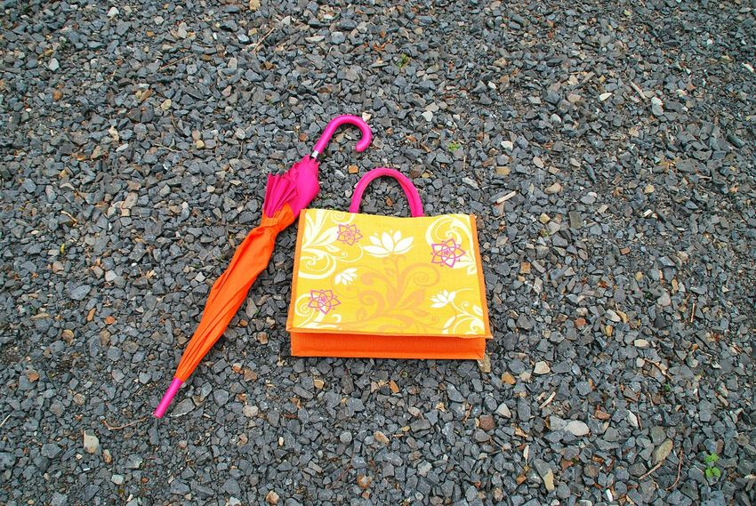 Collected Collection Steine Tasche Bag Shoppingbag Stones Schirm Regenschirm Umbrella Colourful Colours Orange Color Pink Color Showcase April The KIOMI Collection Farbenfroh No People The OO Mission