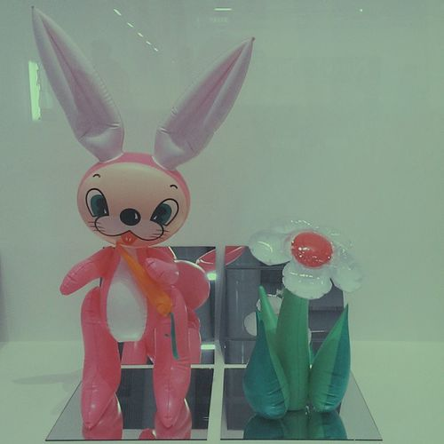 Inflatable flower and bunny (tall white , pink bunny) 1978 Modernart Pop Jeffkoons Readymade minimalism vscocam