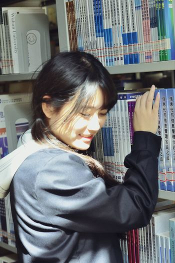 library and smiling Real People Lifestyles One Person Smiling Casual Clothing Indoors  Library