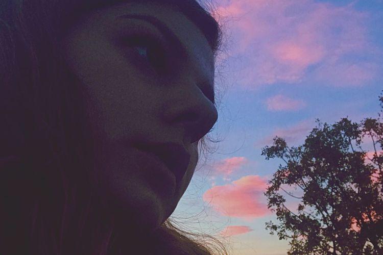 «Mais vous regardez plus le ciel n'est ce pas ?». Life Is Beautiful Sky Is Beautiful Let Me High